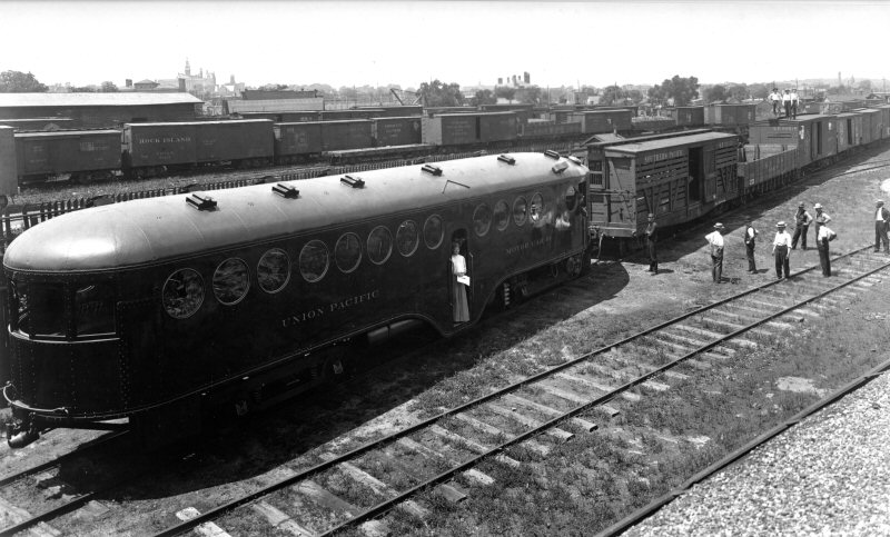 McKeen Motor Car #10 shunting 10 empty freight cars.